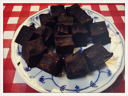vegane Brownies, brownies ohne schokolade, schokoladenkuchen vegan, brownies datteln, schokoladenkuchen datteln, brownies thermomix, brownie thermomix, brownie vegan, brownie ohne zucker, brownie ohne mehl, brownie glutenfrei