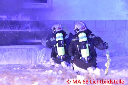 Feuerwehr, Blaulicht, Brand, Dach, Simmering, Berufsfeuerwehr Wien, Enkplatz