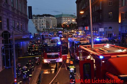 Feuerwehr, Blaulicht, Brand, Hotel in Leopoldstadt, Fünf Verletzte, Berufsfeuerwehr, Wien