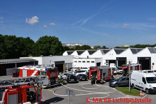 Feuerwehr, Blaulicht, Berufsfeuerwehr Wien, Brand, Gasflasche, Autowerkstatt, Favoriten