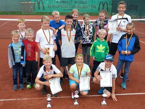 Die Gewinner der Tennis-Vereinsmeisterschaften 2017 aus der Jugendabteilung des VfL