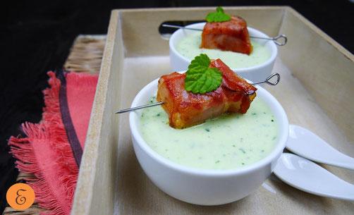 Kalte Gurken-Minze-Suppe / Feta-Speck-Würfel
