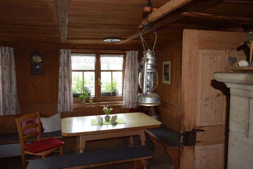 Mittags kehren wir auf urigen Alpen und besonderen Berggasthöfen ein