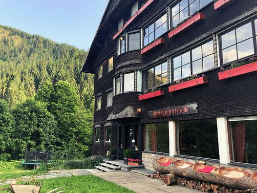 Wege zum Sein: Auszeit in Bergstille auf einer Alpe die Natur in Achtsamkeit genießen
