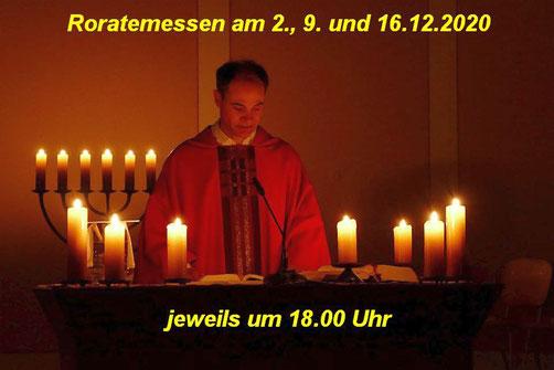 Pfarrer Holger Schmitz zelebriert eine Roratemesse (Foto: Archiv)