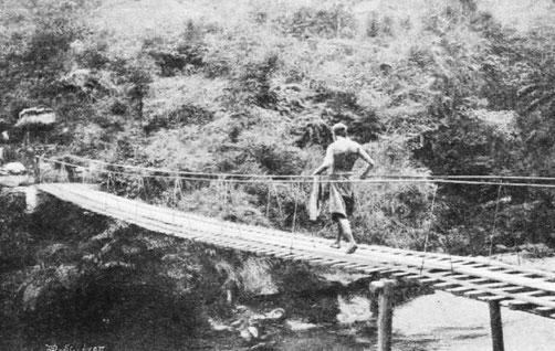 Passerelle au mont O-mi. - Mission lyonnaise d'exploration commerciale en Chine, 1895-1897. Récits de voyages. —  A. Rey et Cie, imprimeurs-éditeurs, Lyon, 1898.