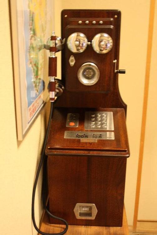 Ito K's House Onsen - le lobby - ancien téléphone