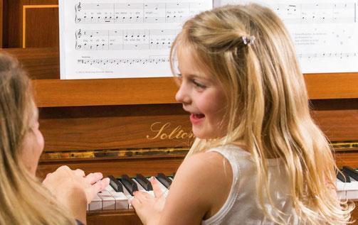 Professioneller Klavier Unterricht, Klavierunterricht bei Ihnen privat zu Hause in Berlin.