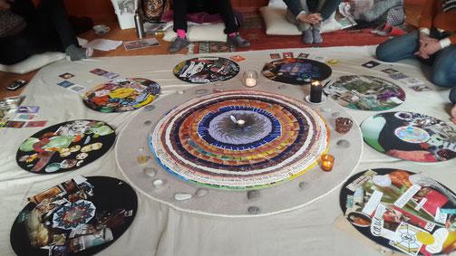 Atelier Mandala de cartes et collage - l'instant - le Hohwald