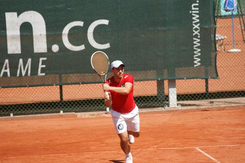 Günter Lorenzer beim Finale, das er mit 6:3, 6:3 gewinnen konnte.
