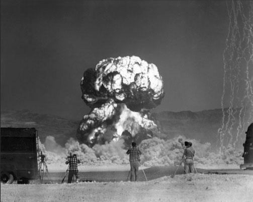 Фото: гриба от взрыва ядерного боеприпаса.