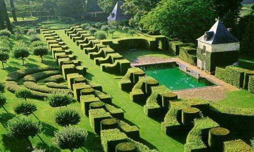Les jardins d'Eyrignac, magnifiques jardins à la française, sont situés à Salignac (24) dans le Périgord noir (région Aquitaine).