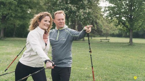 Rainer Höhnle als Vitalcoach und NMS Mastertrainer im Park beim Fitness-Training.