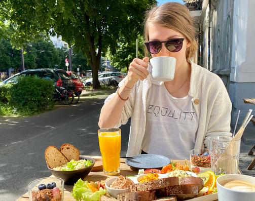 Frühstücken im plantbase Berlin