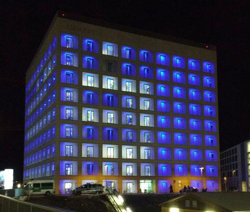 Die Stuttgarter Stadtbibliothek bei Nacht