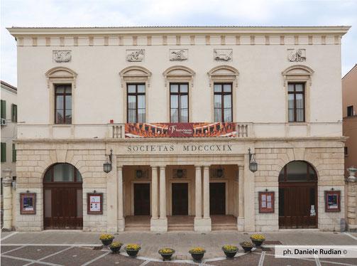 Teatro Sociale, Stagione