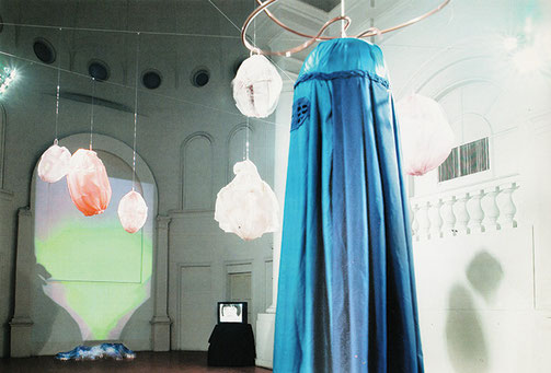 """Chiara Dynys, particolare dell'istallazione """"Peshawar"""", Santa Maria delle Croci, Ravenna, 2001"""
