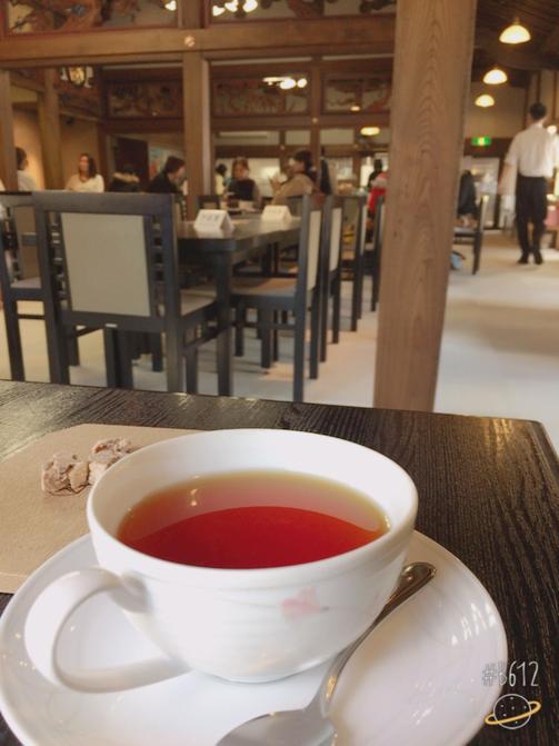 温泉につづき「コーヒー」の看板にも目ざといわたし。もちろん!お茶するでしょう・・・美しい欄間を残した古い館を利用したカフェ♪ (本殿の左側奥、興雲閣)