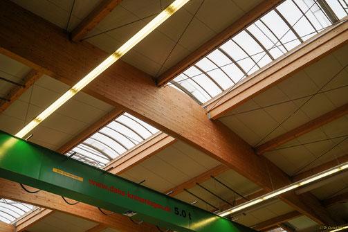 Dachträgerkonstruktion der Schaffitzel-Produktionshalle aus Brettschichtholz