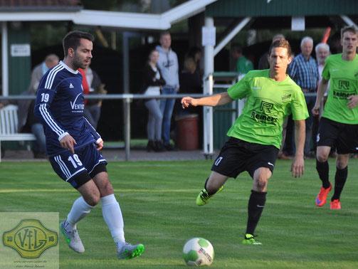 In der vergangenen Saison spielte Patrick Viétor (links) noch mit dem VfL gegen Firrel - in dieser Spielzeit läuft er wieder für Grün-Weiß auf.
