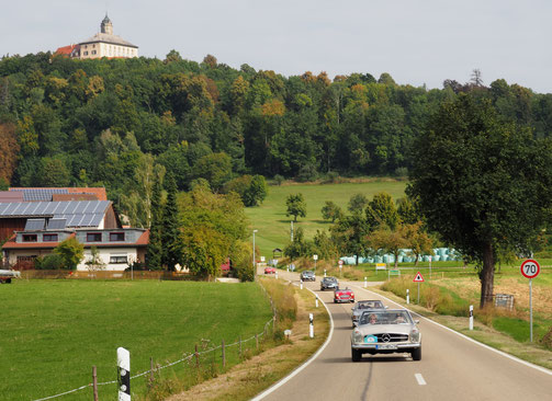 Unterwegs im Donauries mit Schloss Baldern im Hintergrund