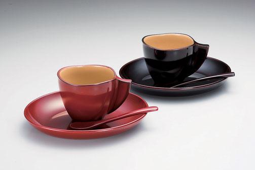 口当たりが柔らかく保温性があります 大きめのソーサーは取り皿としても最適です