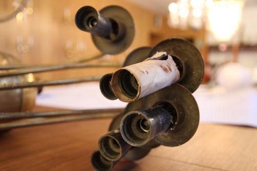 Für die Restauration und Rekonstruktion historischer Leuchten braucht es viel Erfahrung und Feingefühl. Damit und vielem mehr überzeugt die Leuchten Manufactur nach wie vor seit weit über 100 Jahren. Foto: Christin Pomplitz