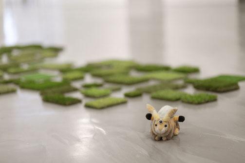 """Im Hintergrund """"Always Greener"""" von Vlatka Horvat. Foto: Kerstih Hehmann"""