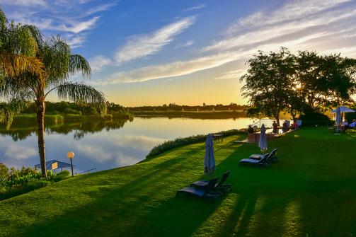 Blick auf den Orange River und in den Garten des River Place Manor