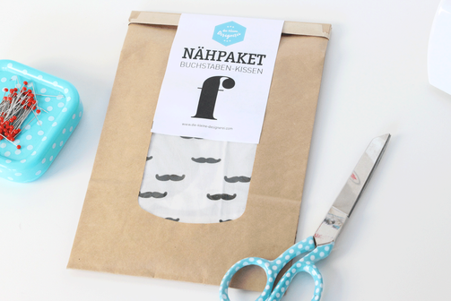 Buchstabenkissen ganz einfach Selbernähen: mit den Nähsets der kleinen Designerei ganz einfach und schnell.
