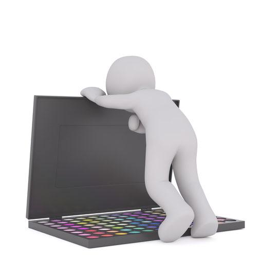 パソコンばかりに向き合っても成果が出にくいという意味合いのイラスト