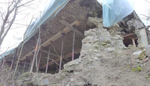 die Überreste der Burgruine werden saniert