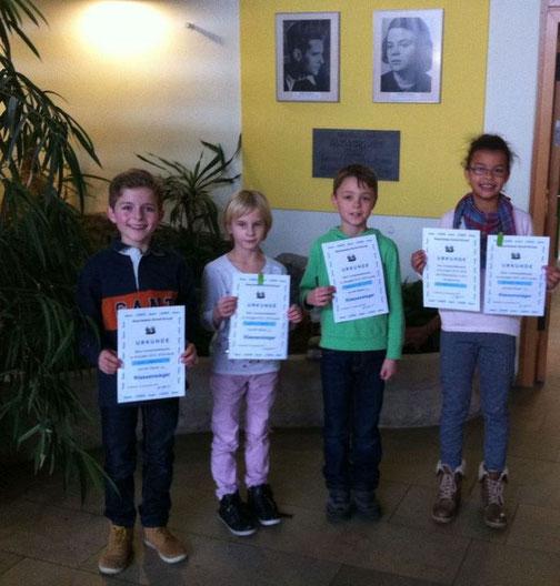 Die Klassensieger mit ihren Urkunden