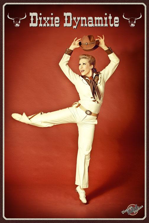 Dixie Dynamite Retrotänzerin, Showtanz, Tänzerin, Vintage Dancer, Steptänzerin, Stepptanz München, Western-Stepptanz buchen, Western Showgirl, Wilder Westen Künstler buchen,