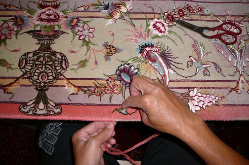 Riparazione bordo tappeto extra fine lana e seta Buja (UD)