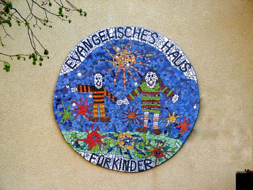 Logo des Kindergartens aus Mosaik!