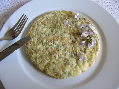 Luftiges Wiesenschaumkraut-Omelette