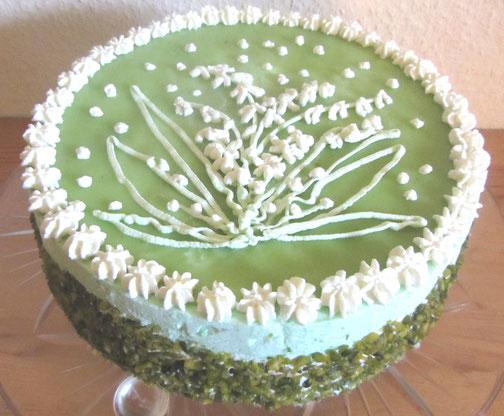 Maitorte: Waldmeister-Torte mit Maiglöckchen-Dekor, Rezept für Waldmeister Torte