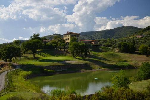 Golfreise Italien Golfpaket Golf Ferien Reisen Golfhotel Toskana Olivenöl Weingut Florenz auf dem Golfplatz La Pievaccia Casale del Golf Club