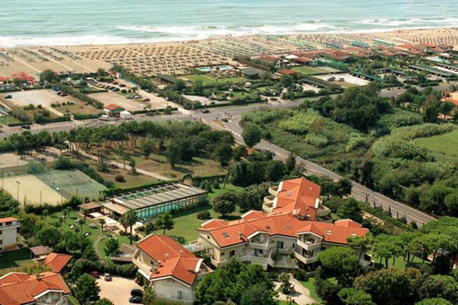 Undulna Thermen Strand Versilia Apuanischen Alpen Marmo Carrara edel Golfplatz Pinien Himmel Golfreise Italien Golfpaket Golf Ferien Reisen Strand inklusive