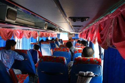 ナコーンパノム~ノーンーカイのバス