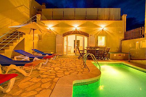 Belle maison de village avec piscine privée  à louer dans le centre de Begur