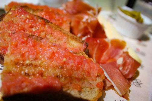 Mallorca, Spanien, Balearen, Reisetipps, Highlights, Die Traumreiser, Essen, Brot, Tomaten
