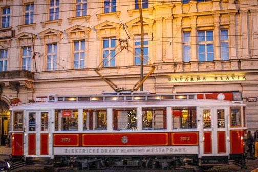 Café Slavia, Prag, Strassenbahn, Tschechien, Die Traumreiser