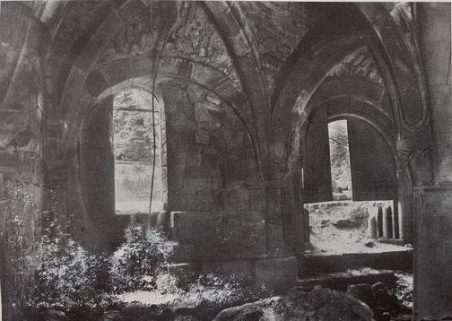 1925,  Kapitelsaal mit Sand verfüllt Blickrichtung nach Westen zum Eingang hin, Bild: Edmund Haussen