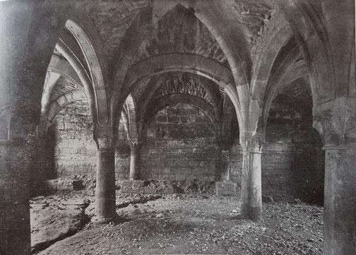 1925,  Kapitelsaal mit Sand verfüllt Blickrichtung nach Norden zur Abteikirche hin, Bild: Edmund Haussen