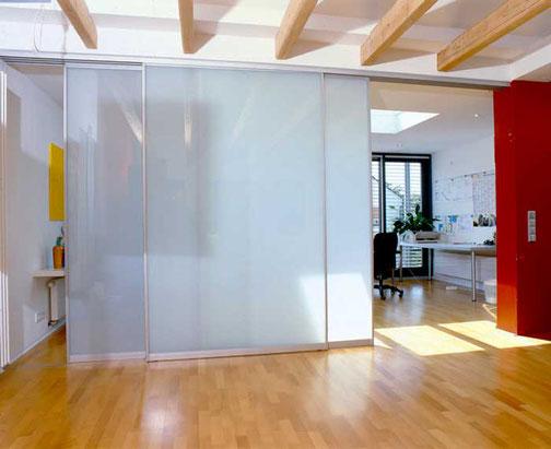 Gleittüren und Raumteiler in Düsseldorf, trennt das Büro vom Eingangsbereich