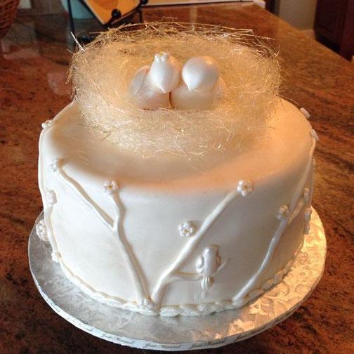 Crear nidos de azucar isomalt o hilos de caramelos, es otra de las técnicas de vanguardia que puedes realizar con este azúcar.