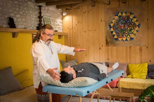 soin thérapeutique taux vibratoire corps subtil chakras