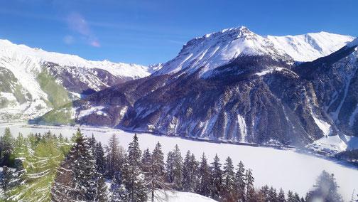 Blick auf den Reschensee und Endkopf (2.652 m)